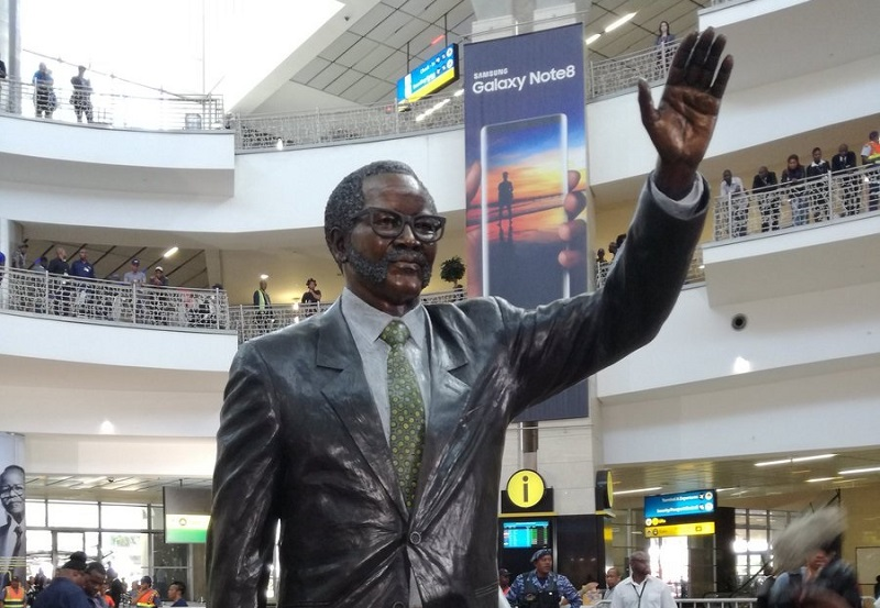 OR Tambo statue joburg airport